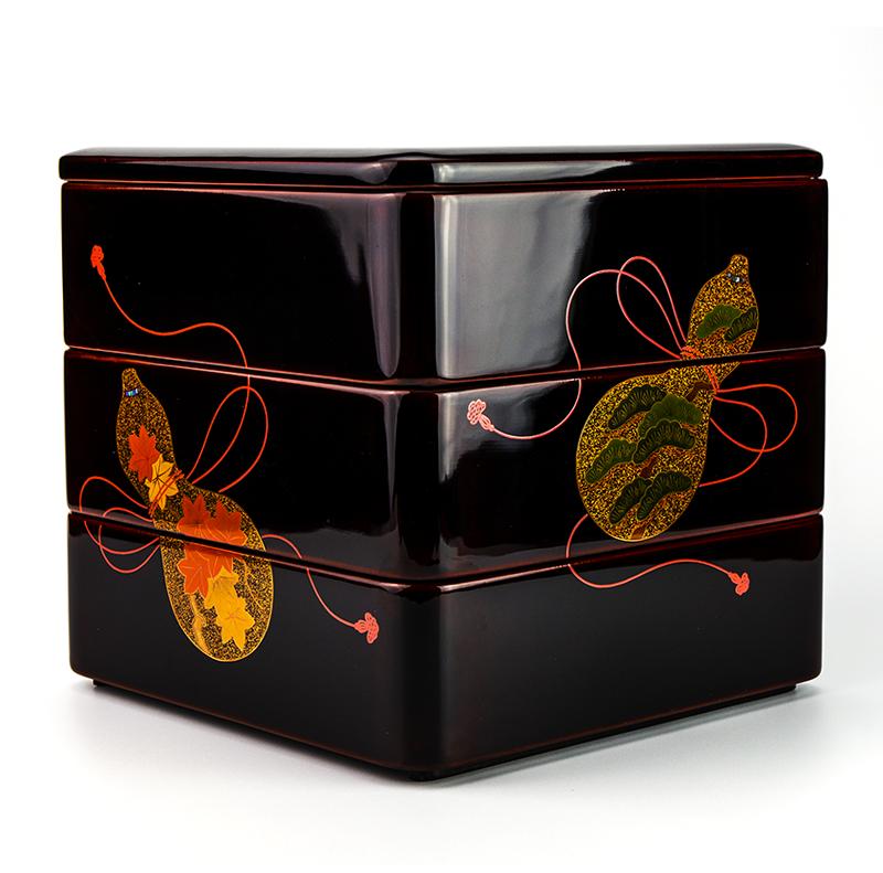 越前漆器 瓢 溜内朱 三段重[1組]【お正月】側面には紅葉・松が描かれています