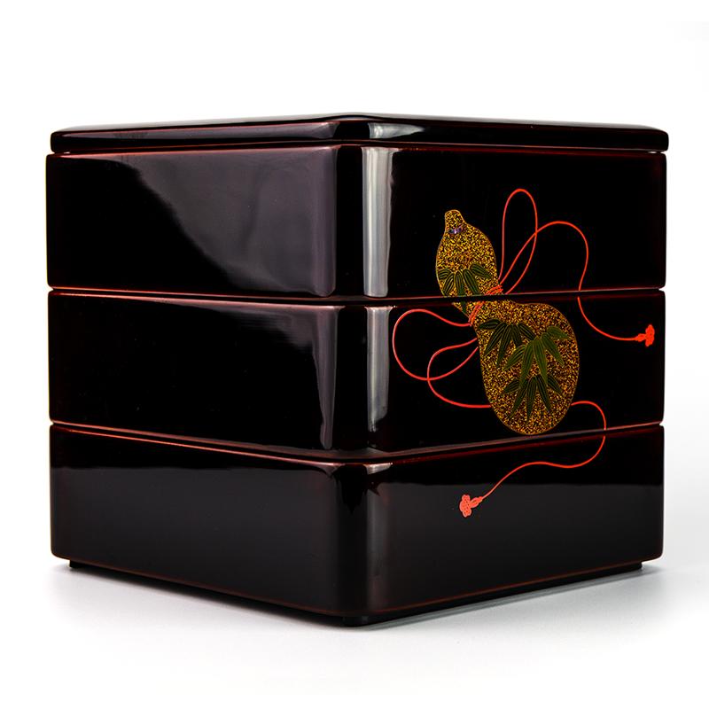 越前漆器 瓢 溜内朱 三段重[1組]【お正月】側面には笹も描かれています