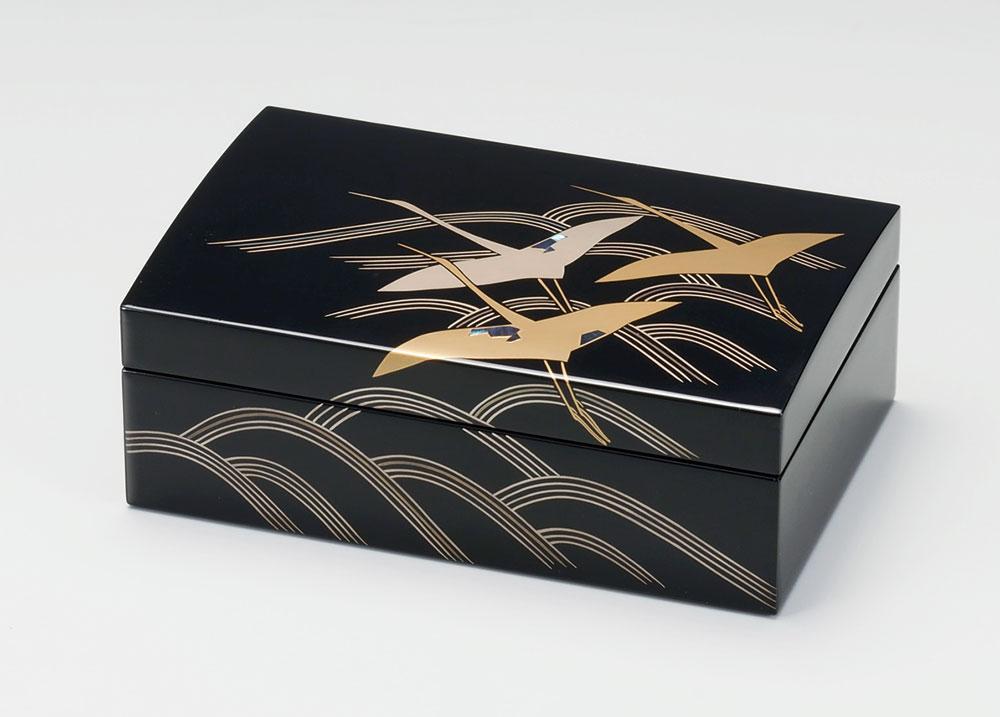 ohako3091 5 - 【手描き蒔絵・磨き蒔絵】貝入り波に鶴 長小筥[1個]